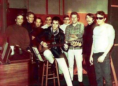 Elvis and the American Studio band, 1969 (left to right, Bobby Wood, Mike Leech, Tommy Cogbill, Gene Chrisman, Elvis Presley, Bobby Emmons, Reggie Young, Ed Kollis, Dan Penn)